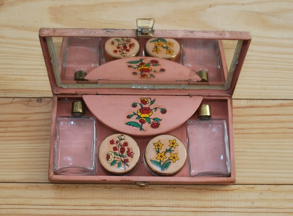 vintage pink make up tin from Lost Property Vintage